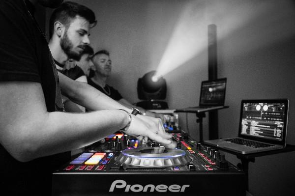 Du matériel DJ professionnel. Régie Pioneer DJ