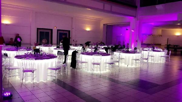 Location tables lumineuses sans fil Dian 152 cm peut contenir 8 à 9 personnes